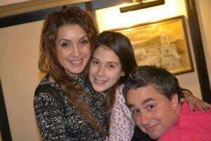 Imbratisare de grup cu Nico si Alessia Popa, o tanara speranta a muzicii romanesti